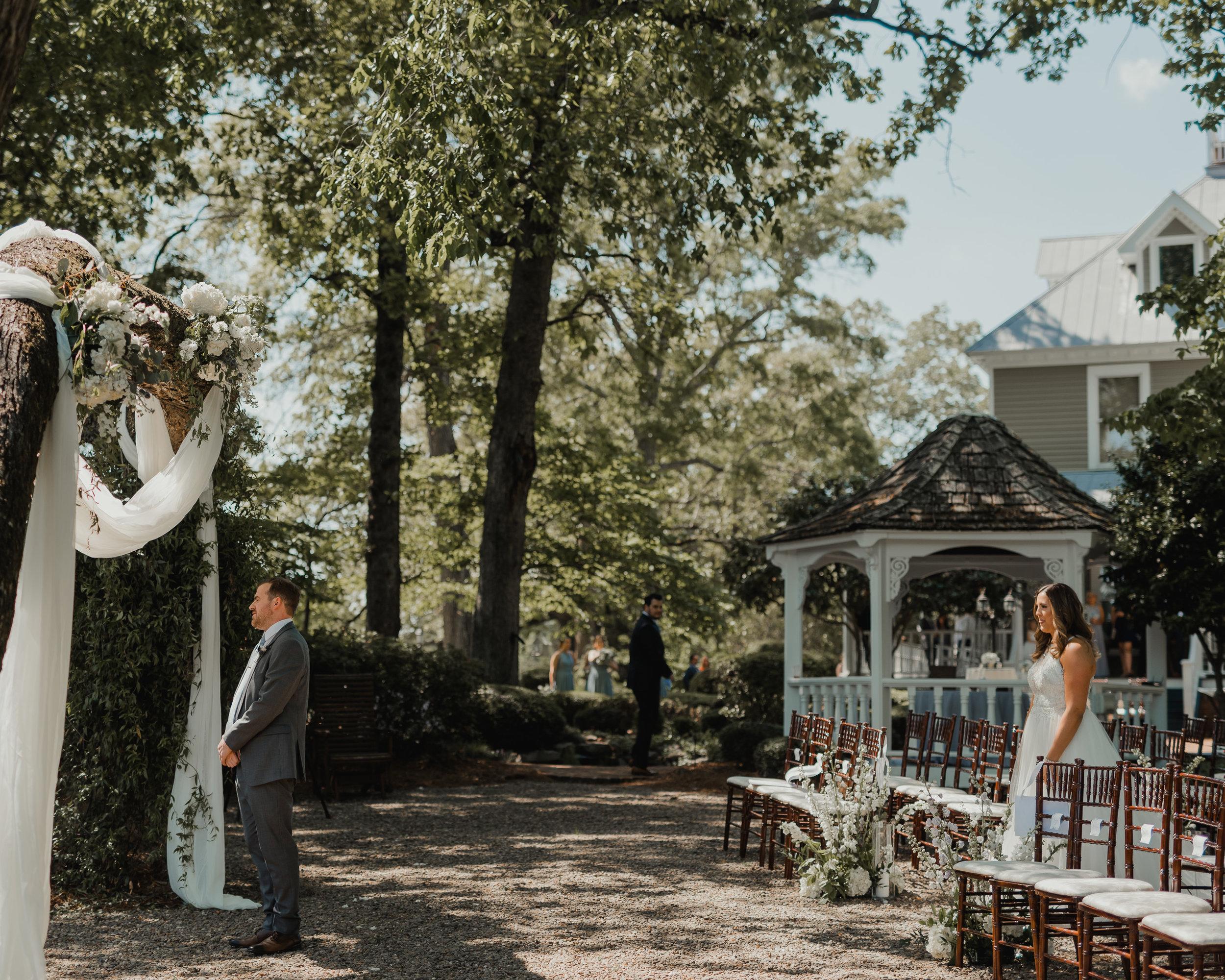 Modern garden wedding CLT whitehead manor 19.jpg