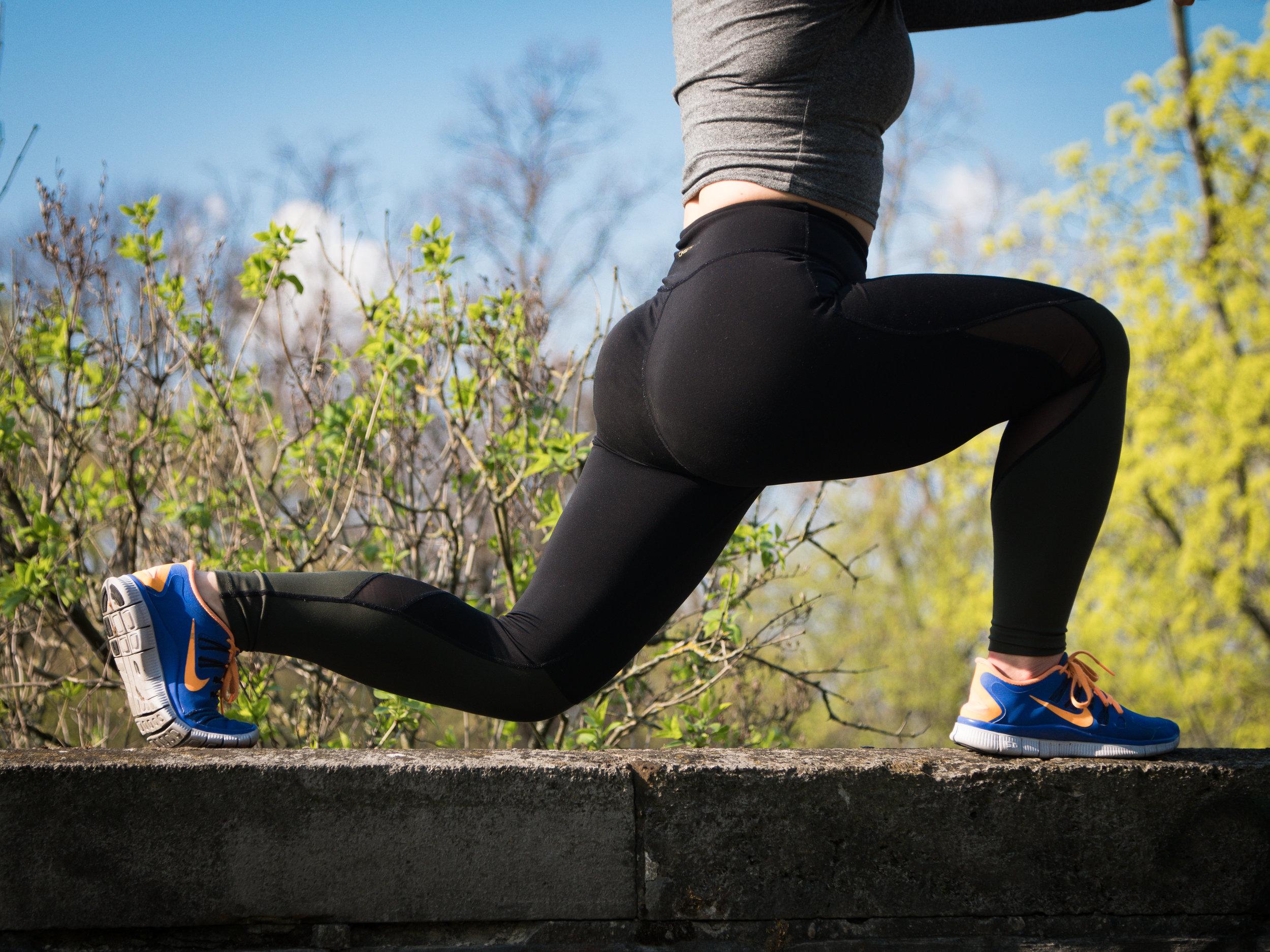 Ausfallschritte als effektive Übung mit dem eigenen Körpergewicht.