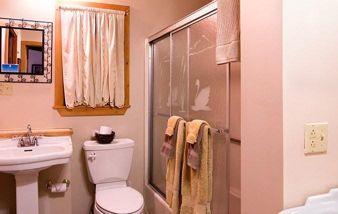 nantatuck_bathroom-e1446993751624.jpg
