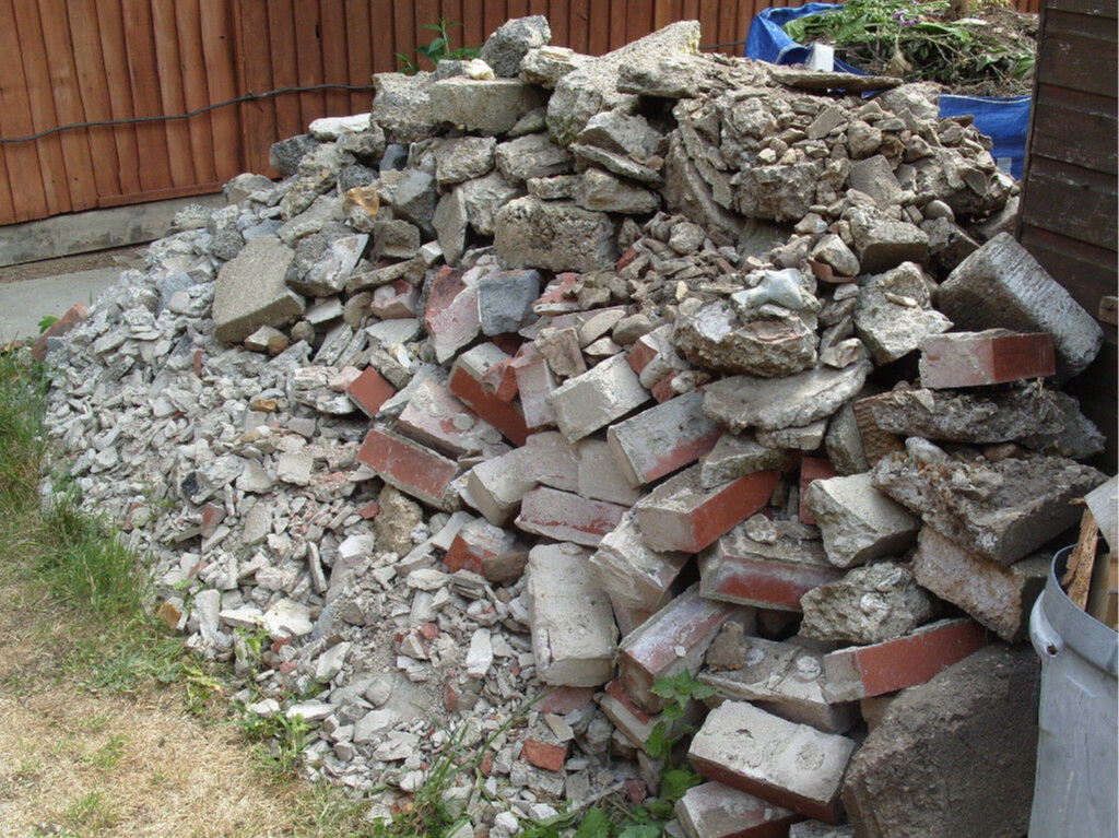 Rubble & Soil - Bricks, Stone, Soil, innert, Plaster, Tiles & SlateTh following waste cannot be accepted:Batteries, Gas Bottles, Tyres, Oilsm Asbestos, Tvs and Monitors, Fluorescnt Tubes & fridges. All Plaster Boards & Gypsum Products must be seggregated