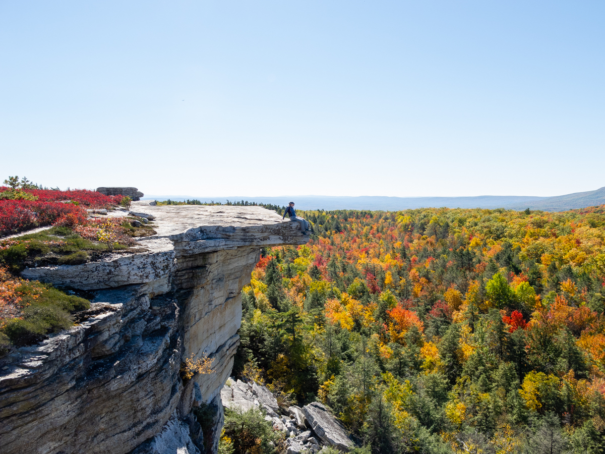 Overhanging white conglomerate rock slabs at Gertrude's Nose, Minnewaska State Park.