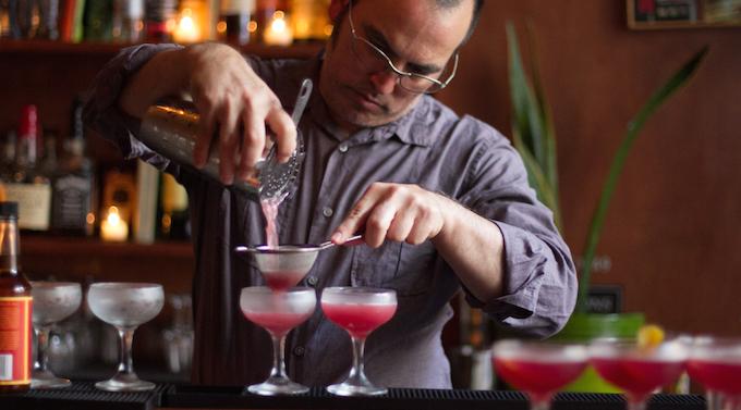 cocktail-tour-downtown-san-francisco-bartender-pour.jpg