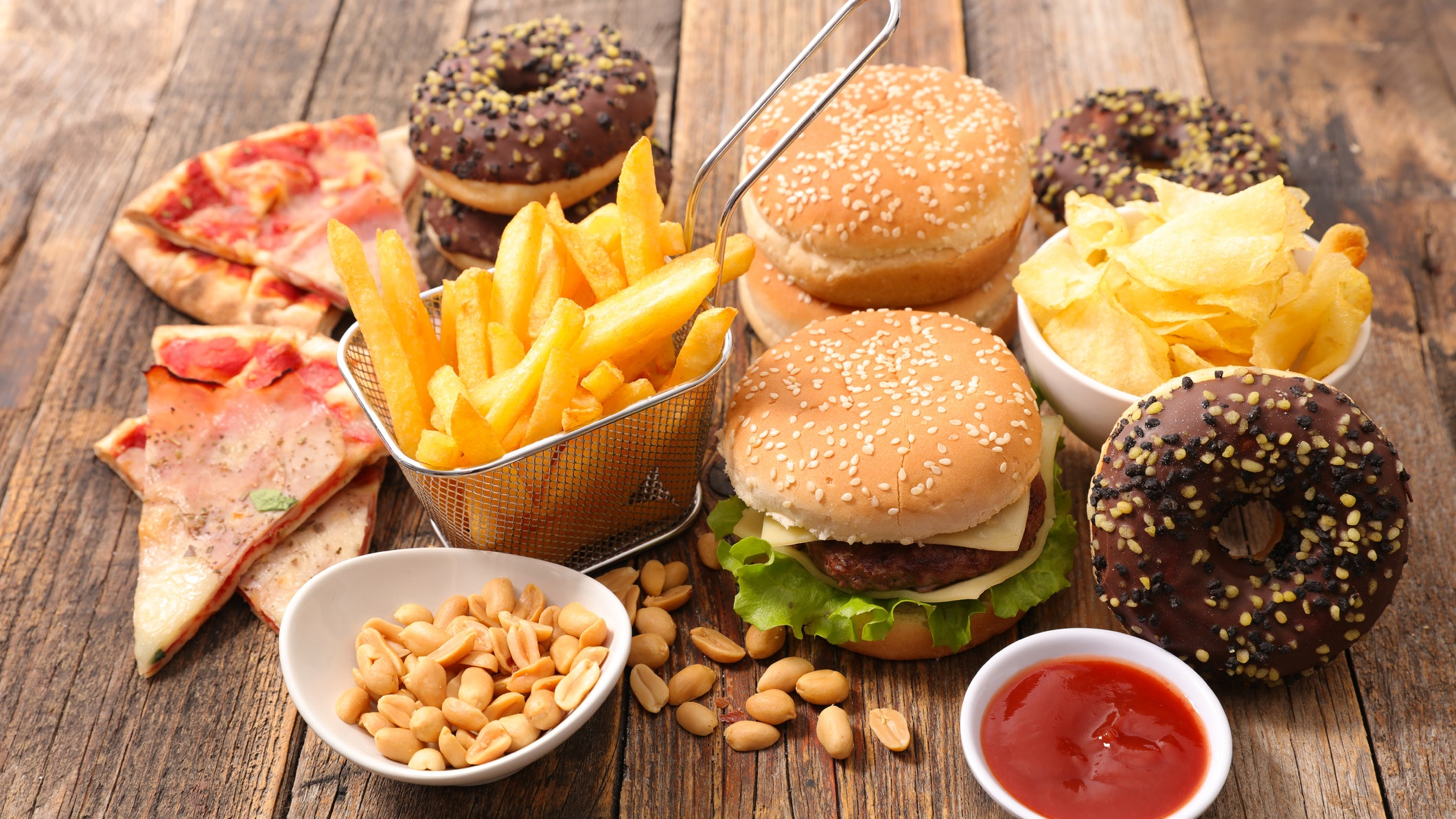 ultra-processed-food-could-raise-cancer-risk--5-of-the-worst-to-avoid-136425065152302601-180215124013.jpg