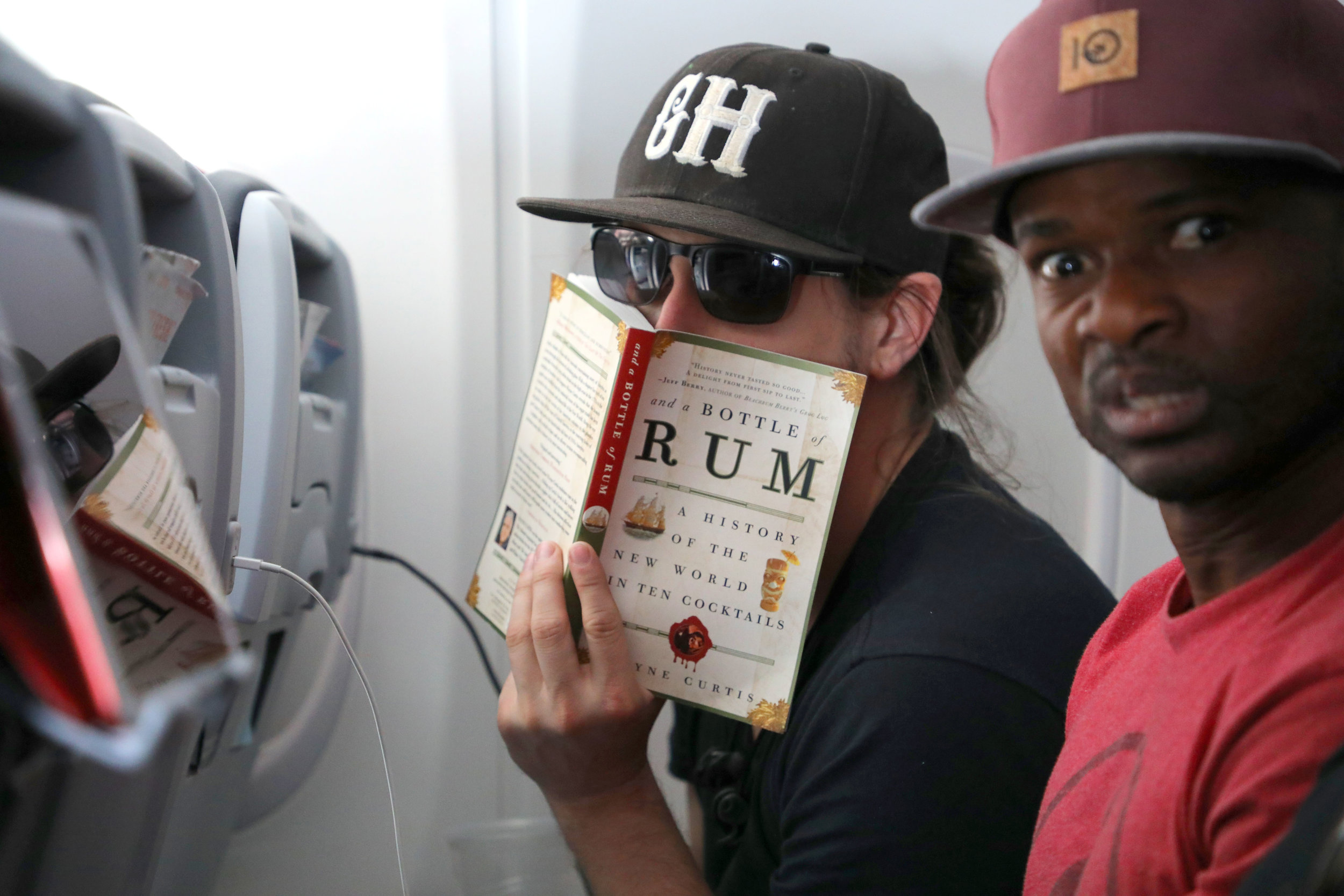 Tim and Che on plane .jpg