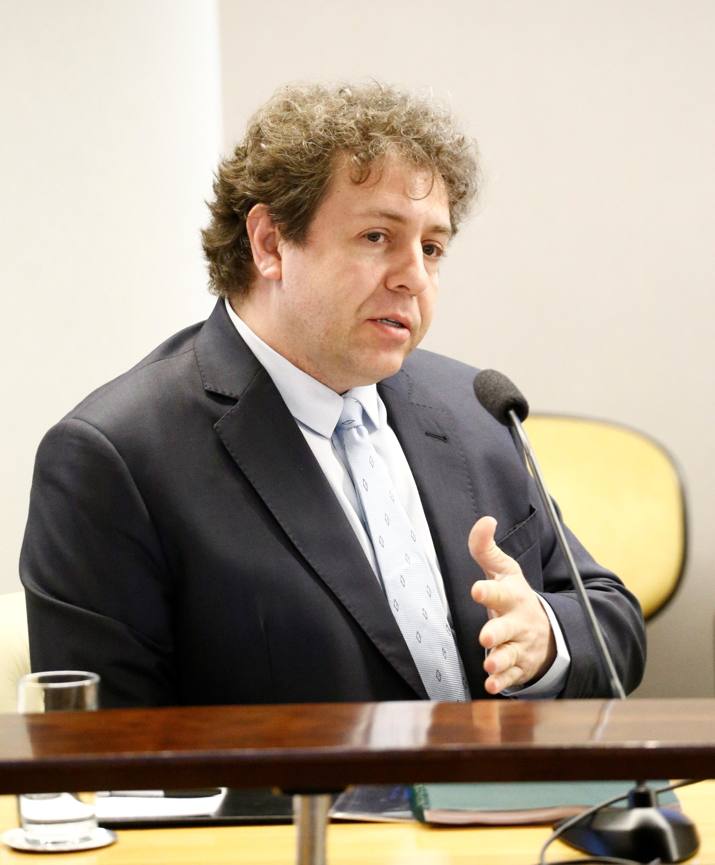 Jonny Doin - Engenheiro de Sistemas Embarcados e Especialista em Segurança Cibernética para Smart Cities. Fundador e CEO da GridVortex, atua como Conselheiro do Inmetro em matérias de Cibersegurança.