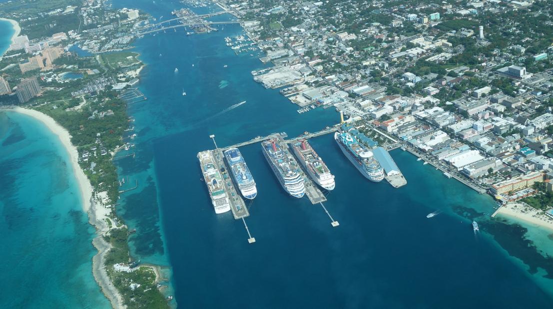 Porto de Nassau, foto aérea de Daniel Pairaino