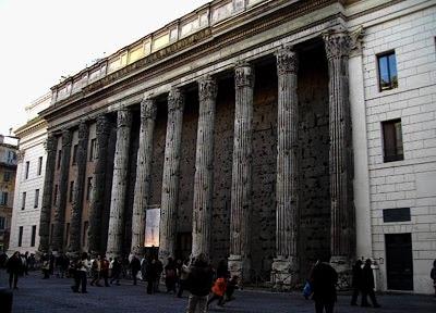 Tempio_di_Adriano.jpg