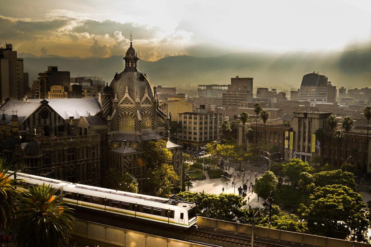Plaza Botero e Palácio de La Cultura. Foto:    Medellín Travel   .