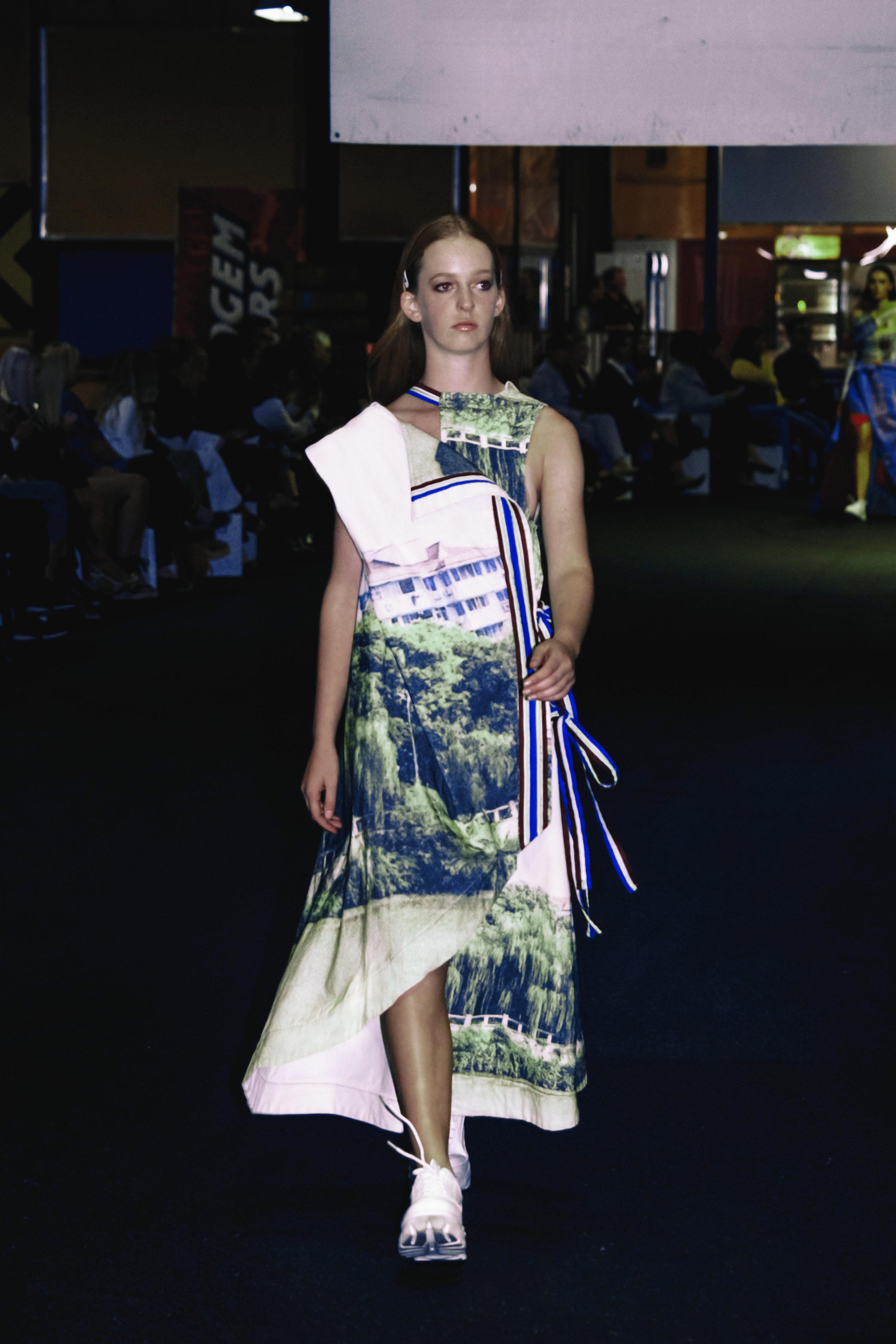 \ Hangzhou lake city dress with electric sportstape /