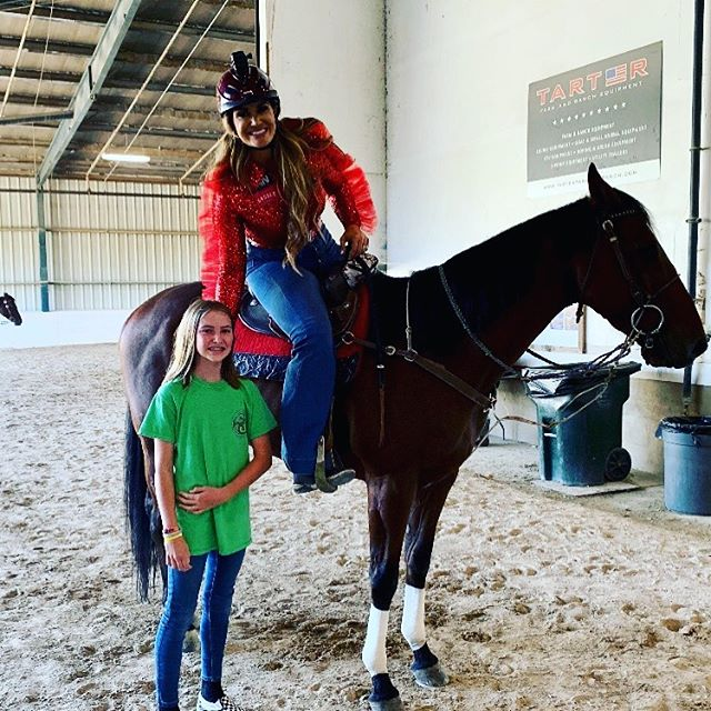 @reese.zimmerman with this year's @retiredracehorseproject  #tbmakeover barrel racing champion @fallontaylor2.  We think FT should try polo next year!? #ottb #rrp #barrelracing #polo
