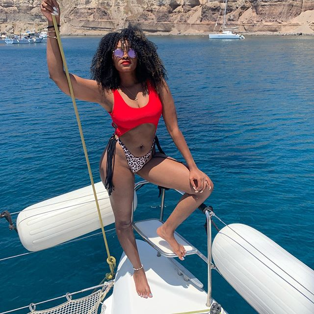 Sailing through Santorini ... 📸 @cocopuffjennii  #healthyhairrevolution #discoverunder3k #followme #photooftheday #influencerlifestyle #miamientrepreneur #miamimodeling #miamifashionblogger #miamibeautyblogger #miamifitnessblogger #miamilifestyleblogger #smallblogger #beyourownboss #makemoneyfromyourphone #successmindset #styleinspiration #fitnessmotivation #gottaloveyourself #happybodyhappymind #bodypositivitymovement #confidenceissexy #vincentionwomenarebeautiful #santorini #greece #travelnoire