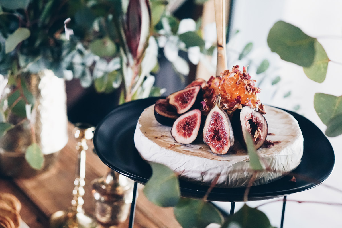 Platter_grazing_table_natives_weddings_events_cairns_picnic_photography_website_grazingtable_by_the_meter-24.jpg