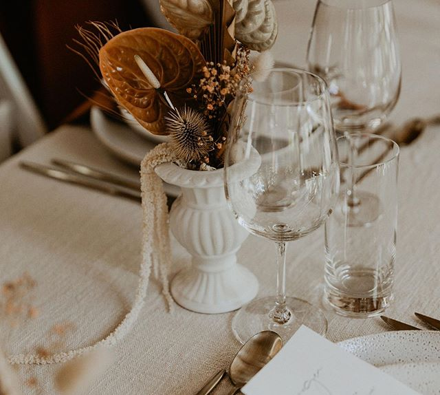 Details ✨  Captured beautifully by Karen from @theseitterwoodhouse 🖤  Stylist + Florals @the.collection.co . . #cairns #cairnsweddings #qldbride #fnqbride #queenslandbride #elopement #elopementwedding #cairnsstylist #cairnsstylists #cairnswedding #cairnsweddingplanner #kuranda #realbride #heyhellomay #tablescape #tabledecor #weddingflowers #driedflowers #cairnsflowers #styledbyme #styling #stylist #weddinginspo #terracotta #tablestyling #flowerdesign #weddingflowers #details #bohobride #bohemian #modernbride