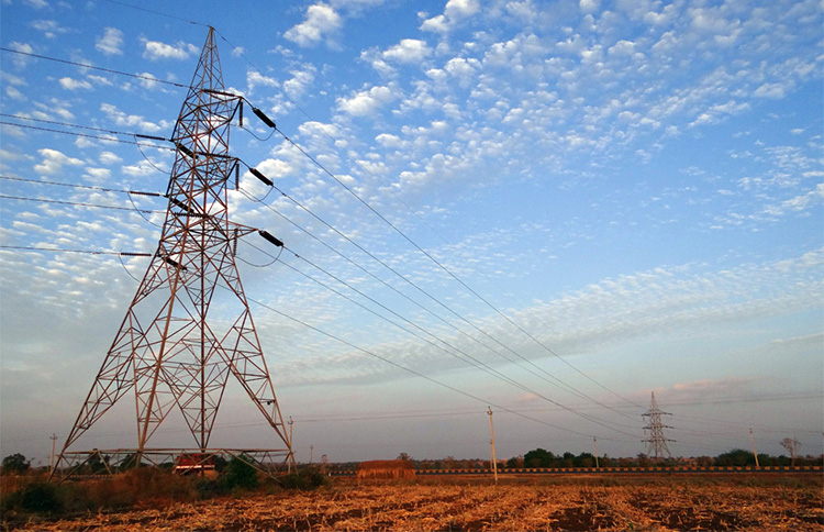 中国铁塔(00788)是全球规模最大的通信铁塔基础设施服务提供商,由中国三大电信运营商(中国移动、中国联通、中国电信)于2014年7月发起设立,在中国实施「网络强国」战略中扮演不可或缺的推动作用。  根据行业报告,以站址数量、租户数量和收入口径计,中国铁塔在全球通信铁塔基础设施服务提供商中均位列第一。截至2018年一季度末,公司运营并管理逾188万个站址并服务逾273万个租户;截至2017年末,公司的站址数量占中国通信铁塔基础设施市场份额的96.3%;以2017年的收入计,公司在中国通信铁塔基础设施市场中的份额达97.3%。  IPO信息  香港发售股份数:2,155,740,000 H股(5%)  国际发售股份数:40,959,060,000 H股(95%)  发行价:1.26-1.58港元  H股上市市值:543.25-681.21亿港元  每手买卖单位:2,000股  发行后每股有形净资产:1.17-1.26港元    保荐人:中国国际金融香港证券有限公司、高盛(亚洲)有限责任公司  承销商:中国国际金融香港证券有限公司、高盛(亚洲)有限责任公司、Merrill Lynch (Asia Pacific) Limited、J.P. Morgan Securities (Asia Pacific) Limited、农银国际证券有限公司、法国巴黎证券(亚洲)有限公司、中银国际亚洲有限公司、建银国际金融有限公司、招商证券(香港)有限公司、中信建投(国际)融资有限公司、招银国际融资有限公司、The Hongkong and Shanghai Banking Corporation Limited、工银国际证券有限公司、摩根士丹利亚洲有限公司、UBS AG Hong Kong Branch  回拨机制: 15-50倍(7.5%);50-100倍(10%);100倍以上(20%)  基石投资者:高瓴资本(4亿美元)、OZ Funds(3亿美元)、Darsana Master Fund LP(1.75亿美元)、淘宝中国控股有限公司(7.848亿港元)、中国石油集团资本有限责任公司(1亿美元)、Invus Public Equities, L.P.(1亿美元)、北京市海淀区国有资本经营管理中心(9850万美元)、中国工商银行股份有限公司-理财计划代理人(5000万美元)、华隆(香港)有限公司(5000万美元)、上海汽车香港投资有限公司(5000万美元)    招股时间:2018/7/25(周三)至2018/7/31(周二)  定价日期:2018/8/1(周三)  公布分配结果:2018/8/7(周二)  上市交易:2018/8/8(周三)