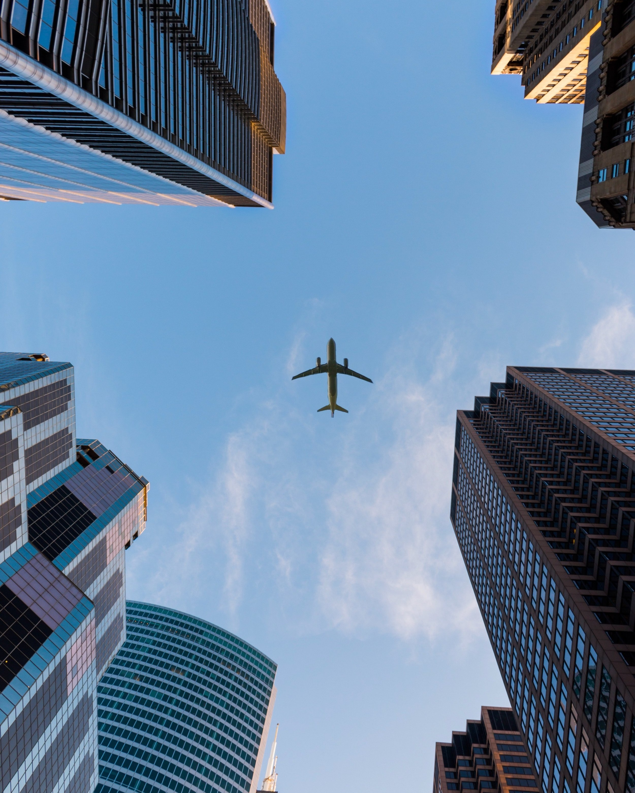 airplane-architecture-big-city-1157255.jpg