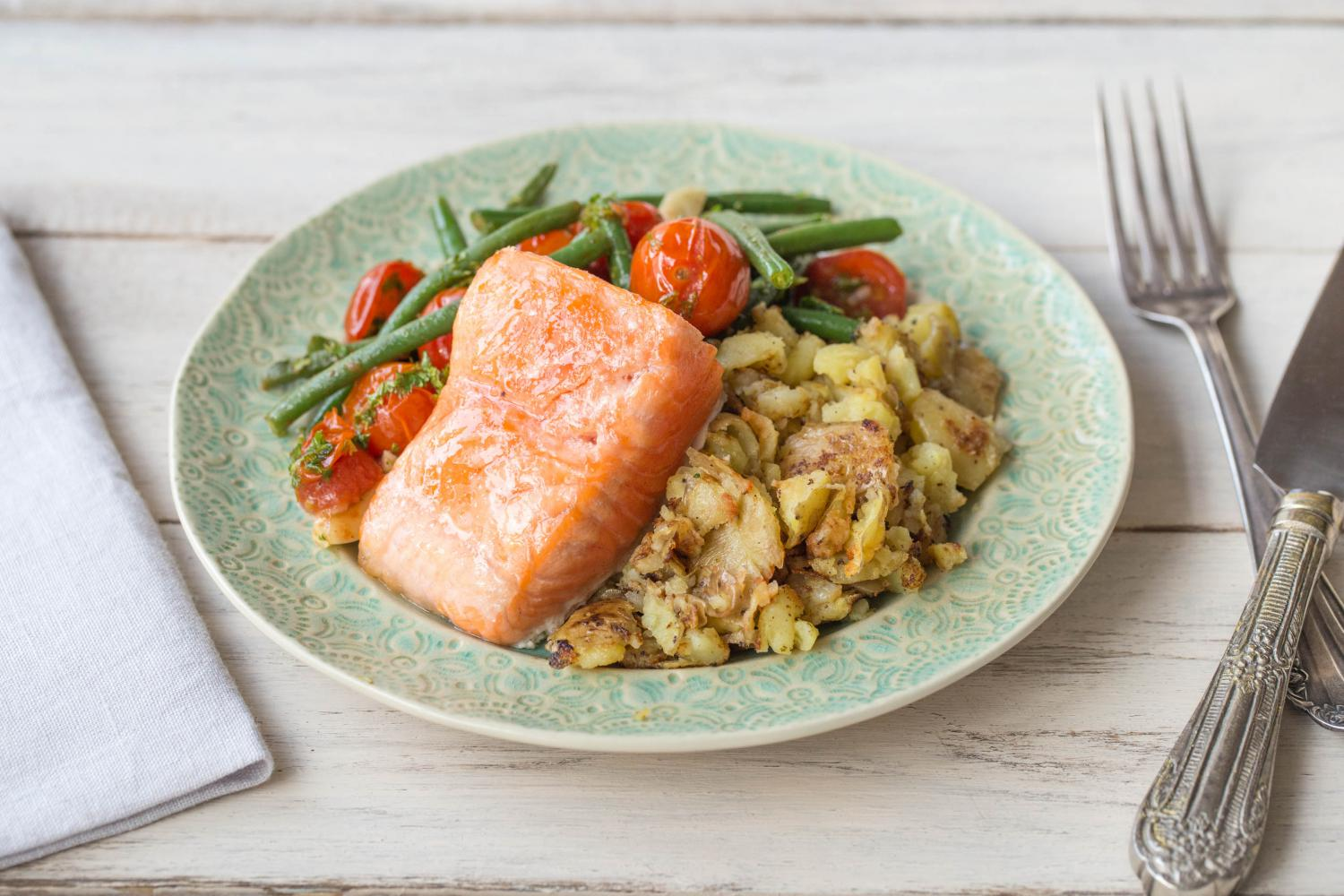 ROASTED_SALMON_WITH_BURST_CHERRY_TOMATOES_&_GREEN_BEANS.png