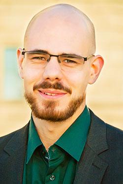 Servan Grüninger, hat an der Universität Zürich Biologie und Biostatistik studiert und ist Präsident der Ideenschmiede reatch - research and technology in switzerland und der Science Alumni UZH.