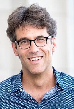 Philipp Burkard ist Geschäftsführer der national tätigen Stiftung 'Science et Cité – Wissenschaft und Gesellschaft im Dialog' im Verbund der Akademien der Wissenschaften Schweiz sowie unter anderem Vorstandsmitglied in der European Science Engagement Association EUSEA.