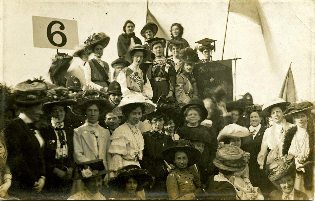 Members of the Irish Women's Franchise League. Thanks Dublin City Libraries and Archives. Source  link .