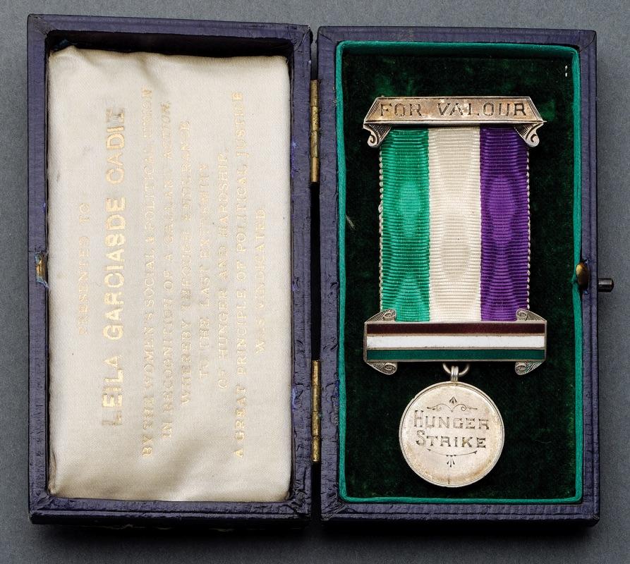 Medal awarded to Leila Garcias de Cadiz. Bonhams.com.