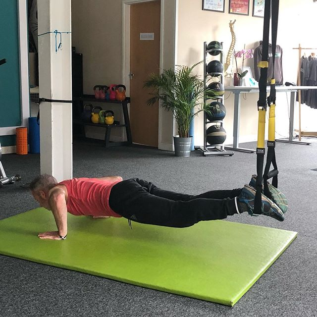 Combine a press-up with a knee-curl on the #trx for an awesome core-burner #corestrength #corestrengthstudios #bristol #trx #plank #physio #sportstherapy #rehabilitation #backpain