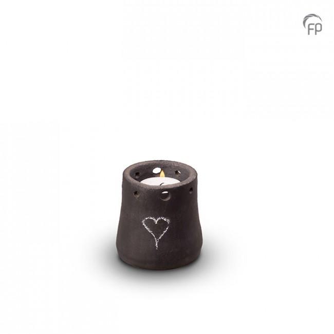 Keramische keepsake urn  Theelichtje mat zwart beschrijf met schoolkrijt.  Geschikt voor buiten.  Leverbaar in de maat 10 cm €185,-