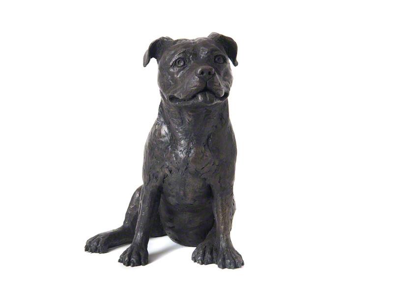 CASDO-STA-BRZ  Deze mooie Staffordshire Bull Terrier urn geeft u een hele mooie herinnering aan uw geliefde huisdier.  Dit exclusieve door Petributes vervaardigde beeld word in hars gegoten en met de hand afgemaakt met een antiek bronzen finish.  De urn bevat een memory capsule waarin u een aandenken kunt bewaren zoals een naamplaatje of foto.  CASDO-STA-BRZ € 141,00 / 2000 CC
