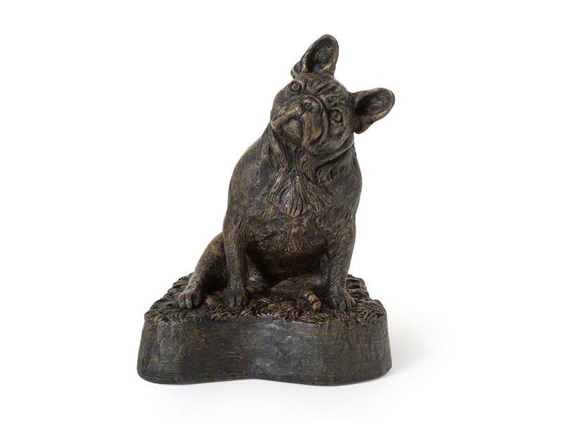 CASDO-FRE-BRZ  Deze mooie Franse Bulldog urn geeft u een hele mooie herinnering aan uw geliefde huisdier.  Dit exclusieve door Petributes vervaardigde beeld word in hars gegoten en met de hand afgemaakt met een antiek bronzen finish.  De urn bevat een memory capsule waarin u een aandenken kunt bewaren zoals een naamplaatje of foto.  CASDO-FRE-BRZ € 151,00 / 500 CC