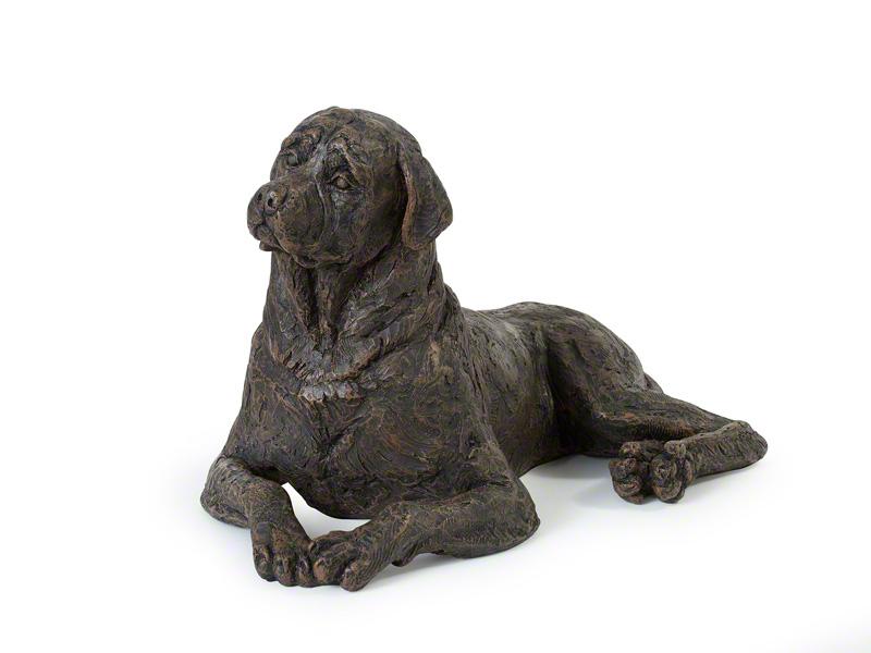 CASDO-ROT-BRZ  Deze mooie Rottweiler urn geeft U een hele mooie herinnering aan uw geliefde huisdier.  Dit exclusieve door Petributes vervaardigde beeld word in hars gegoten en met de hand afgemaakt met een antiek bronzen finish.  De urn bevat een memory capsule waarin u een aandenken kunt bewaren zoals een naamplaatje of foto.  CASDO-ROT-BRZ € 207,00 / 2600 CC