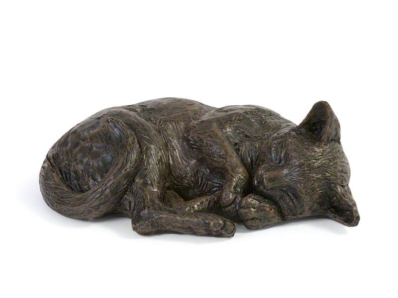 CASCA-RES-BRZ  Deze mooie rustende kat urn geeft u een hele mooie herinnering aan uw geliefd huisdier.  Dit exclusieve door Petributes vervaardigde beeld word in hars gegoten en met de hand afgemaakt met een antiek bronzen finish.  De urn bevat een memory capsule waarin u een aandenken kunt bewaren zoals een naamplaatje of foto.  CASCA-RES-BRZ € 91,00 / 400 CC