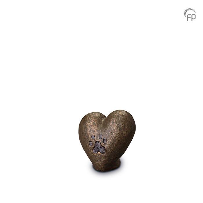 UGK 205  Keramische dieren art urn met bronzen afwerking.  Elke Geert Kunen urn is uniek en wordt op bestelling gemaakt. Daarom zit er op deze producten een levertijd van 3 à 4 weken.  UGK 205 € 79,00 / 0.10 L / H 8 CM