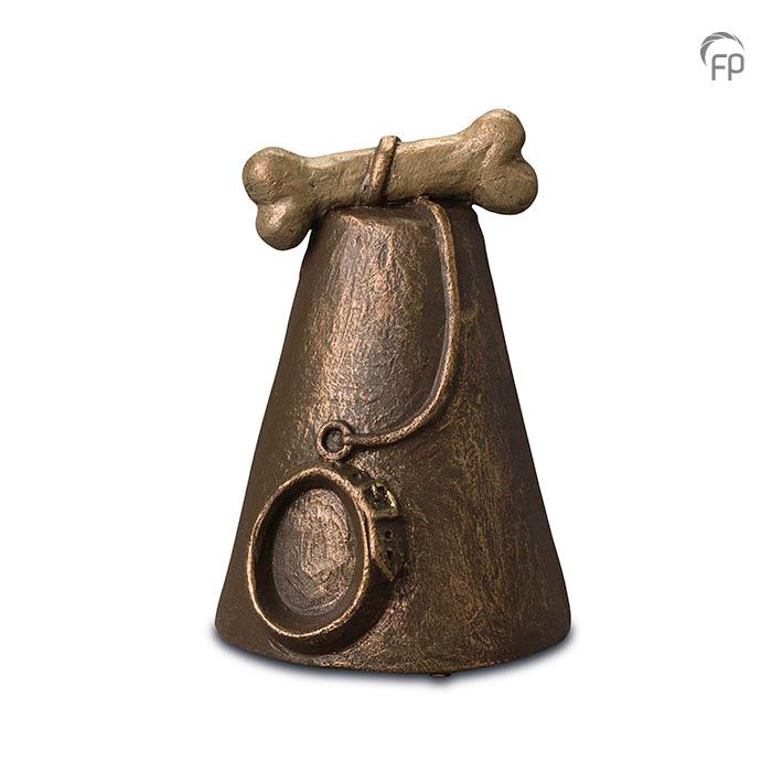 UGK 206  Keramische dieren art urn met bronzen afwerking.  Elke Geert Kunen urn is uniek en wordt op bestelling gemaakt. Daarom zit er op deze producten een levertijd van 3 à 4 weken.  UGK 206 € 179,00 / 1.50 L / H 13 CM