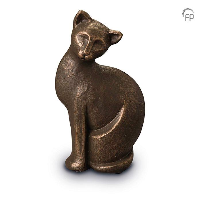 UGK 209  Keramische dieren art urn met bronzen afwerking.  Elke Geert Kunen urn is uniek en wordt op bestelling gemaakt. Daarom zit er op deze producten een levertijd van 3 à 4 weken.  UGK 209 € 179,00 / 0.70 L / H 23 CM