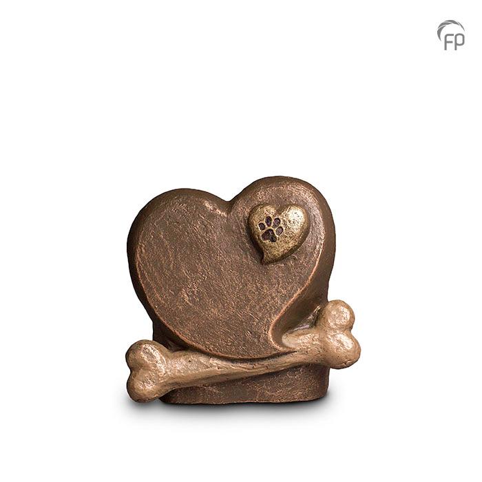 UGK 212  Keramische dieren art urn met bronzen afwerking.  Elke Geert Kunen urn is uniek en wordt op bestelling gemaakt. Daarom zit er op deze producten een levertijd van 3 à 4 weken.  UGK 212 € 219,00 / 1.50 L / H 17 CM