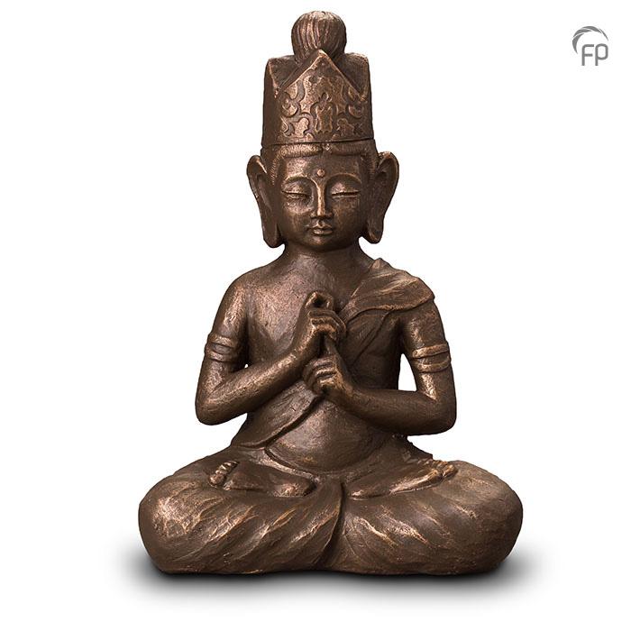 UGK 302 B  Keramische urn Boeddha Dai Nichi  Elke Geert Kunen urn is uniek en wordt op bestelling gemaakt. Daarom zit er op deze producten een levertijd van 3 à 4 weken.  UGK 302 B € 559,00 / 3,50 L / H 46 CM