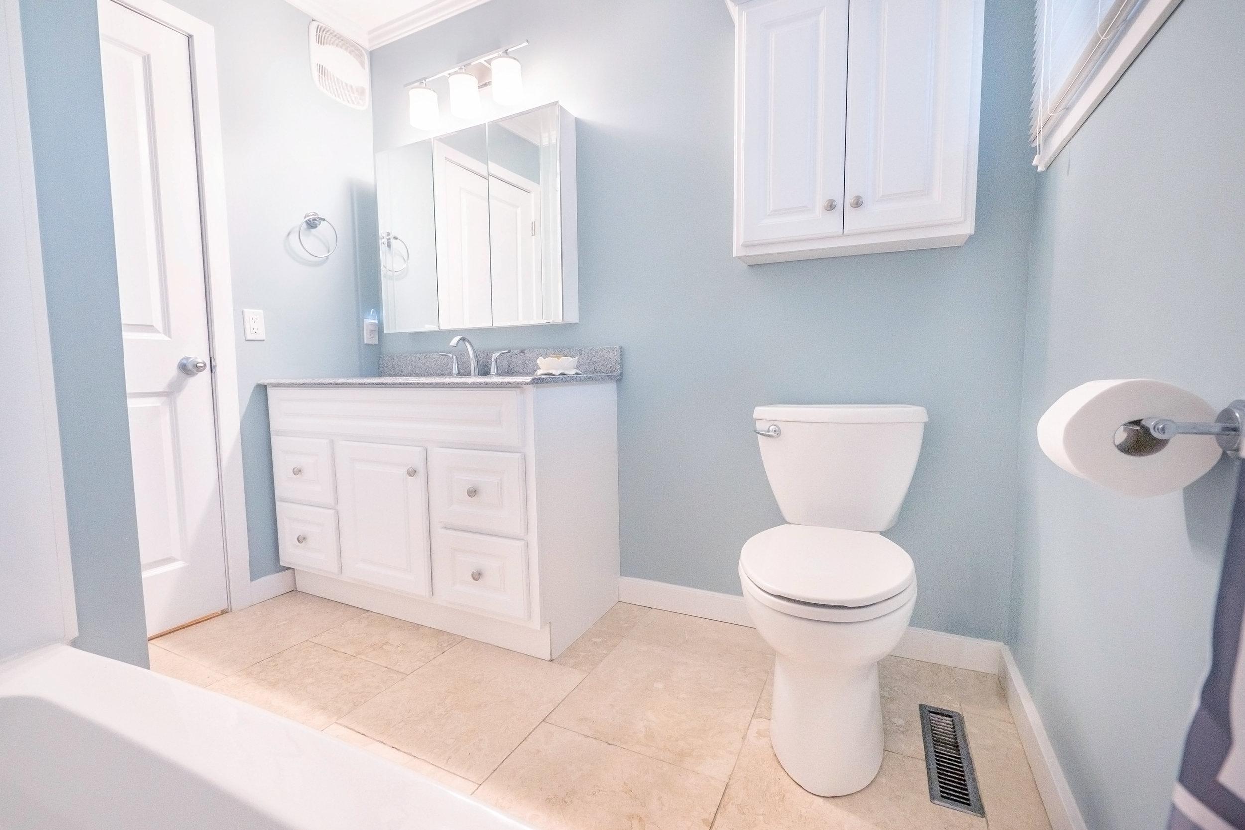 92 Hammond Bathroom.jpg