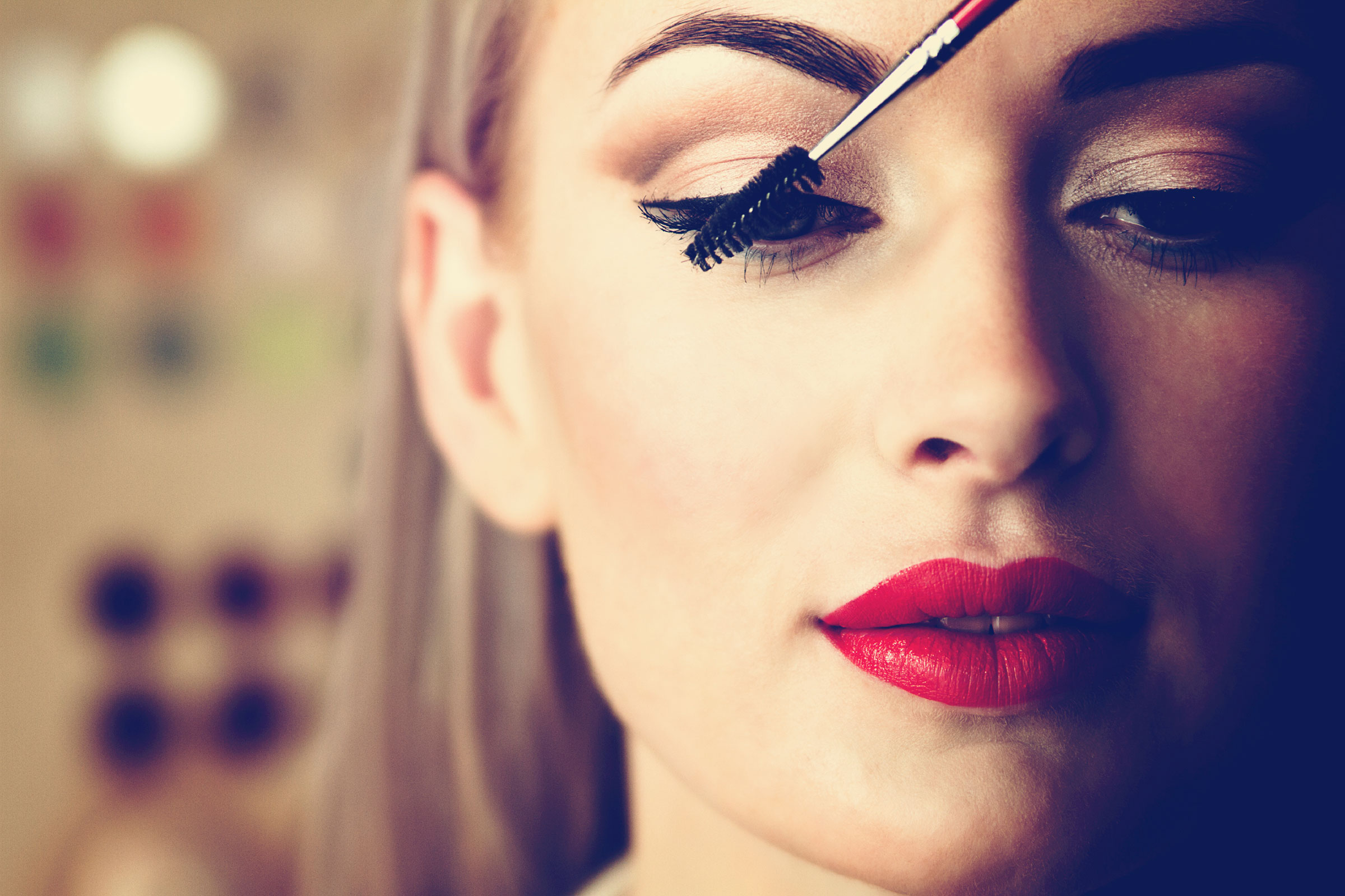 07-11-easy-ways-to-winter-proof-you-make-up-mascara.jpg