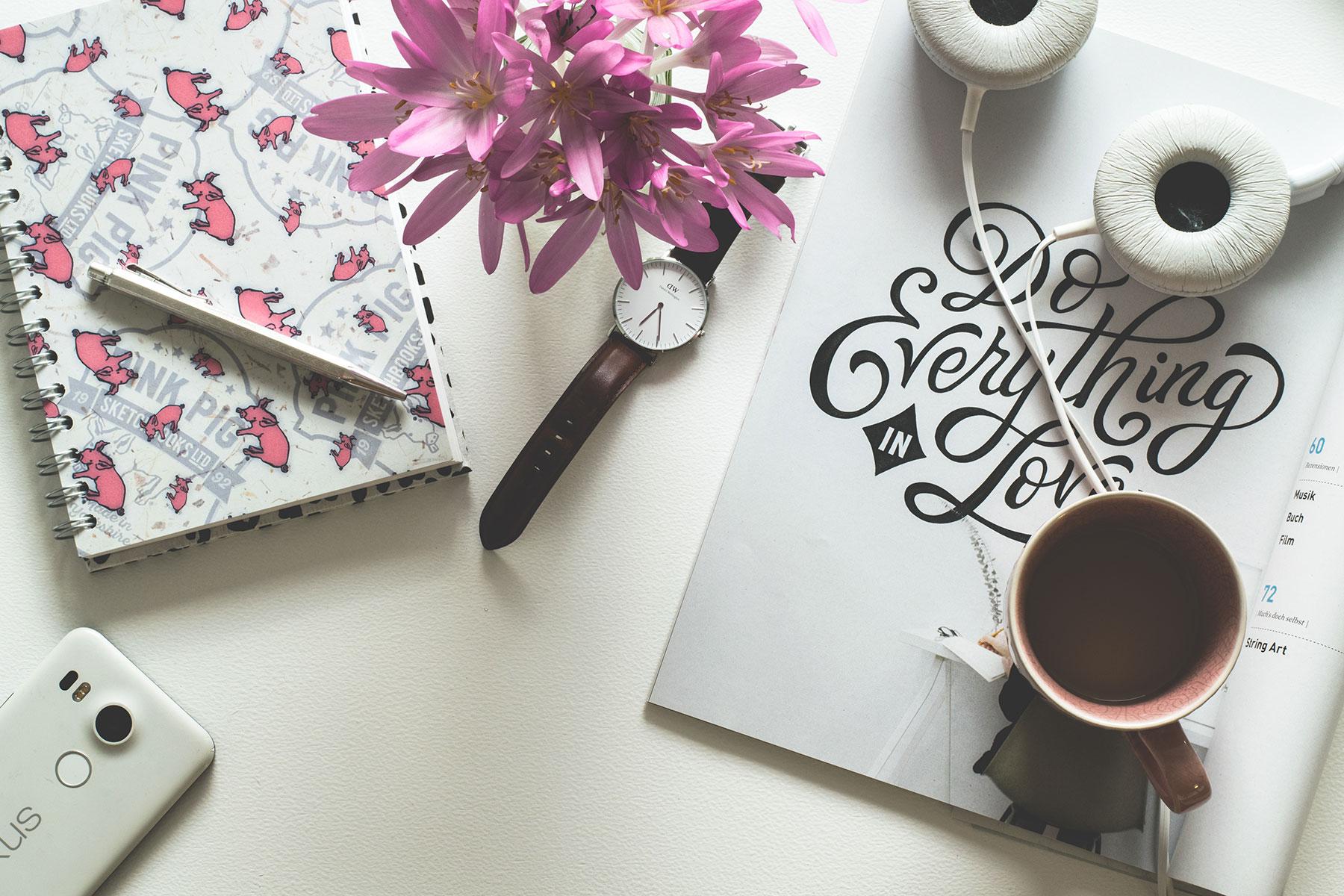 Les-Naly-Desk.jpg