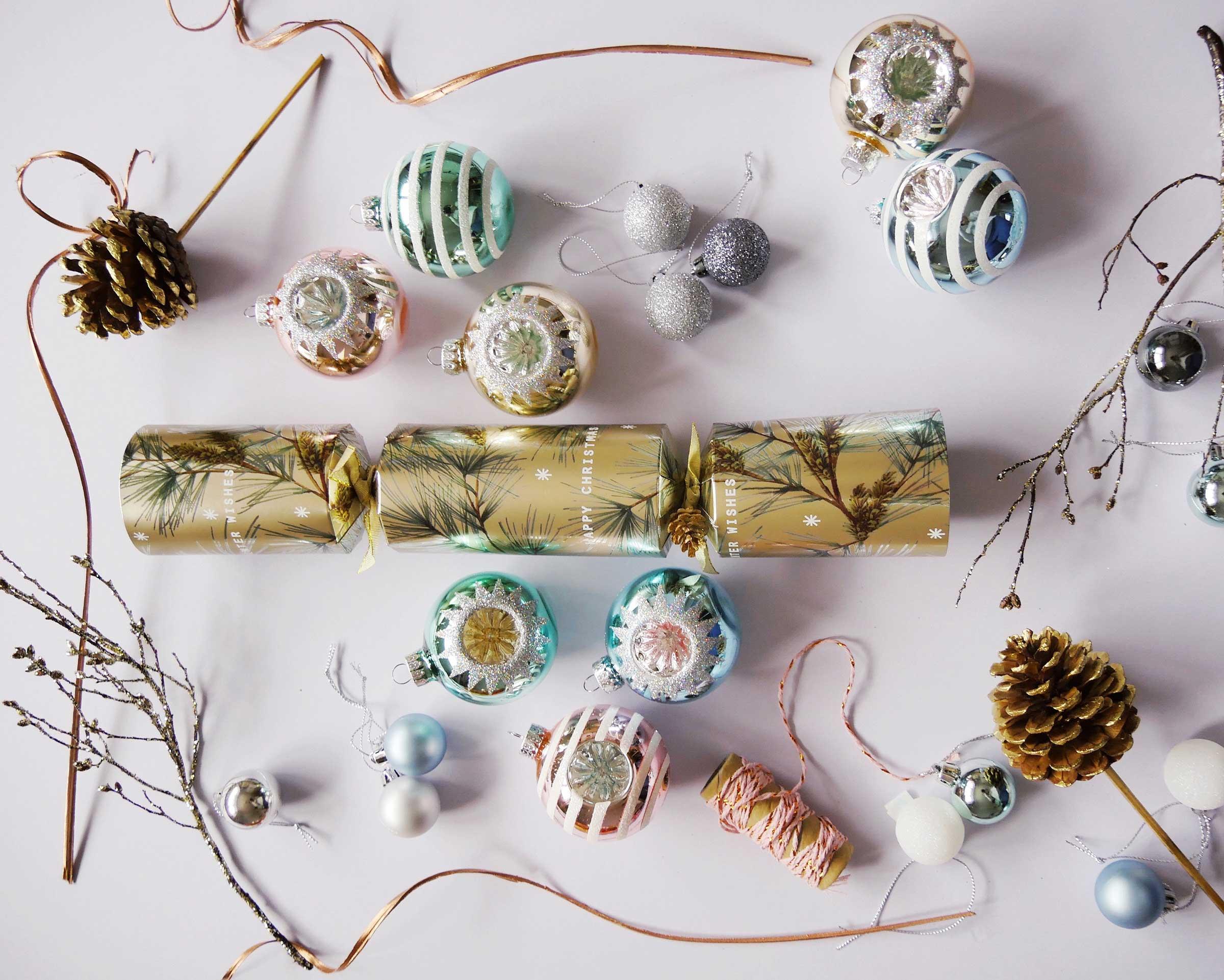 Les-Naly-Holiday-Christmas-Desk-Office.jpg
