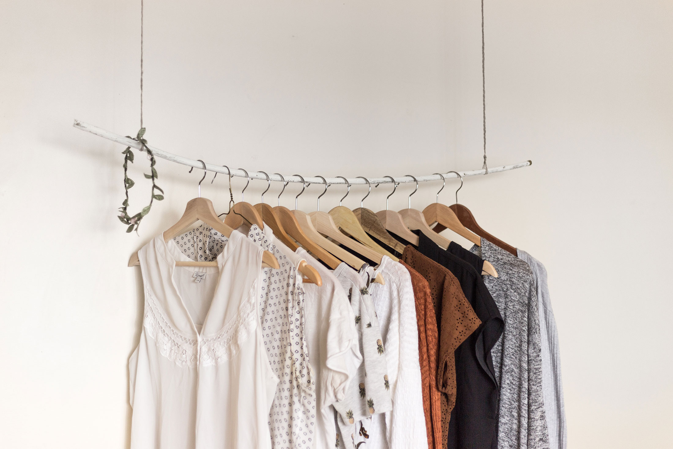 Les-Naly-Women-work-Career-clothes-lifestyle-organizing.jpg