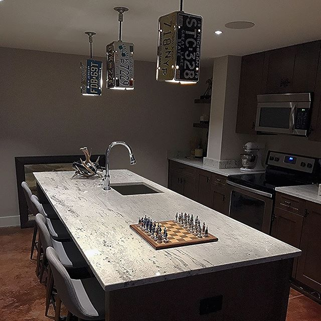 Check out this basement bar and kitchen!! 😍