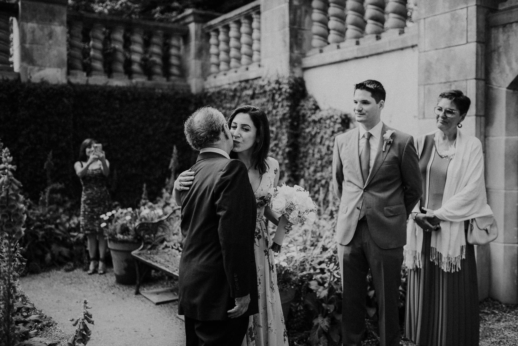 Dallas-fort-worth-wedding-photographer-dallas-arboretum-intimate-wedding-dallas-texas-08