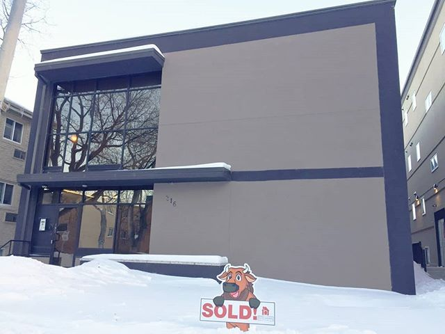 "🐃""Boschy the Bison""🐃 was spotted at 111-316 Stradbrook Avenue in Osborne!! Congrats to our clients on the purchase of this awesome condo, which will be a great addition to their investment portfolio!  #buywiththeboschmanteam #buyandhold #investmentproperty #winnipegrealestate #winnipeg #manitoba #manitobarealestate #motivatedtomoveyou #royallepageprime #theboschmanteam"