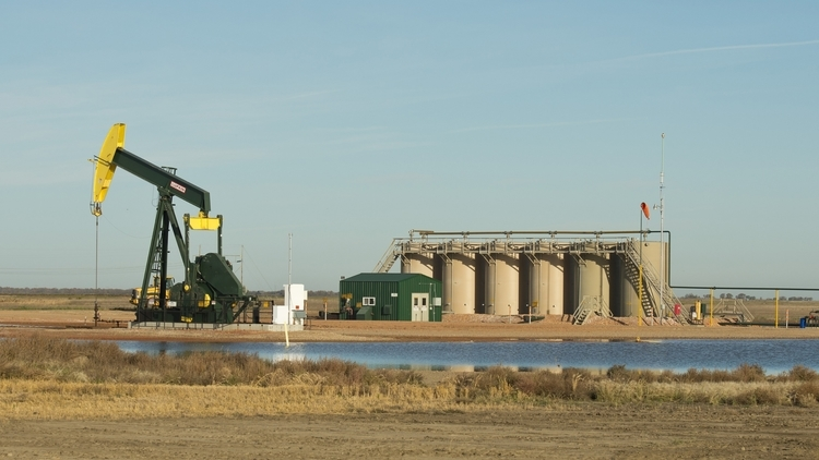 Pump+Jack+Gun+Barrell+Disposal+Produced+Water+(Dollarphotoclub_60263144).jpg