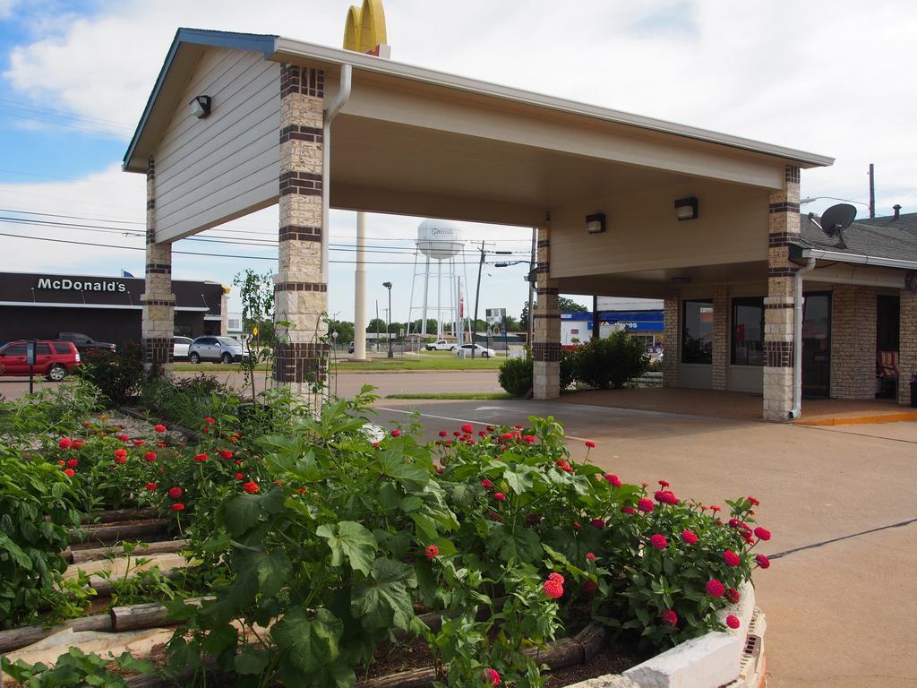 Regency Inn - Address:2307 E Main St, Gatesville, TX, 76528Phone:(254) 865-8405