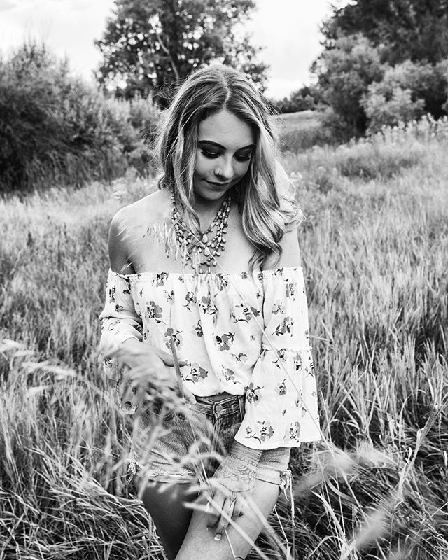 🌻 . . . . . . #seniorpictures #seniorinspire #seniorsession #coloradophotographer #coloradobabe buildandbloom #vogove #TheVisualGrammer #gypsyshackcreatives #thegypsyshack #ootd #stayandwander #adventureculture #lookslikefilm #moodyports #pursuitofportriats #visualsoflife #portraitgames #agameofportraits #creativesontherise #portraitmood #majestic_people #portraitpage #folkportrait #ofhumand #portrait_vision #portraitcentral #peoplescreatures #portraits_ig #fortcollinsseniorphotographer