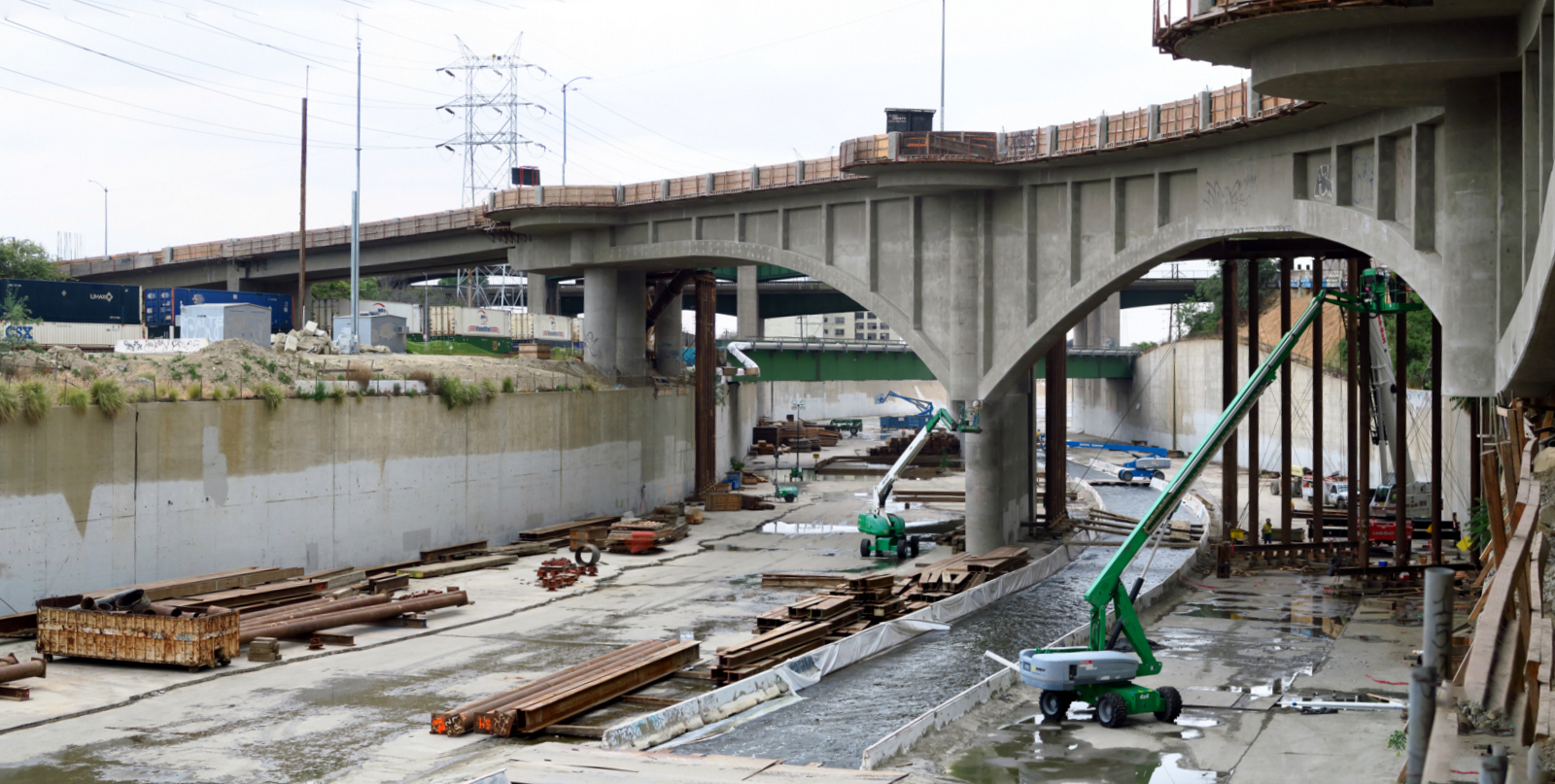 Work on the 'skirt' at Riverside Drive viaduct, 2015