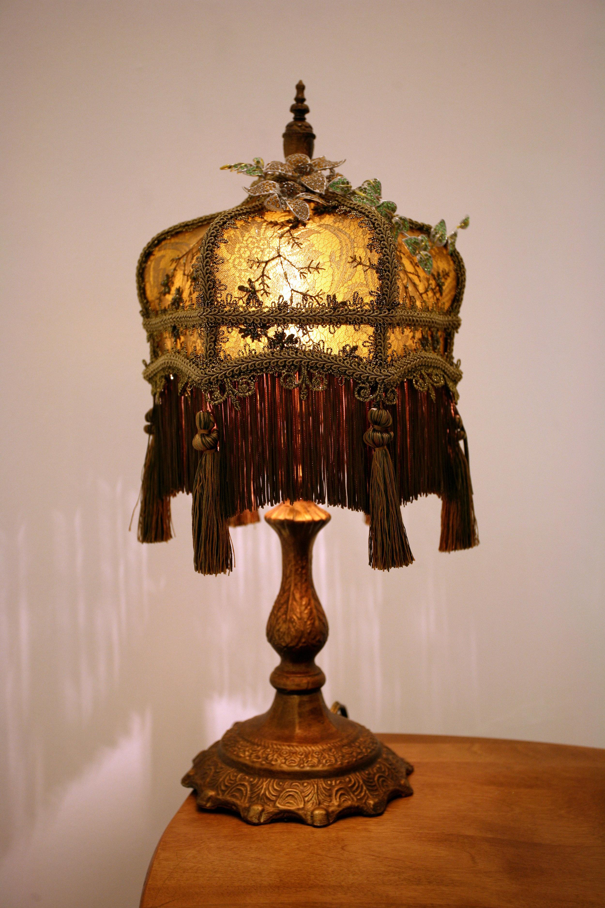 Lamp with custom lamp shade