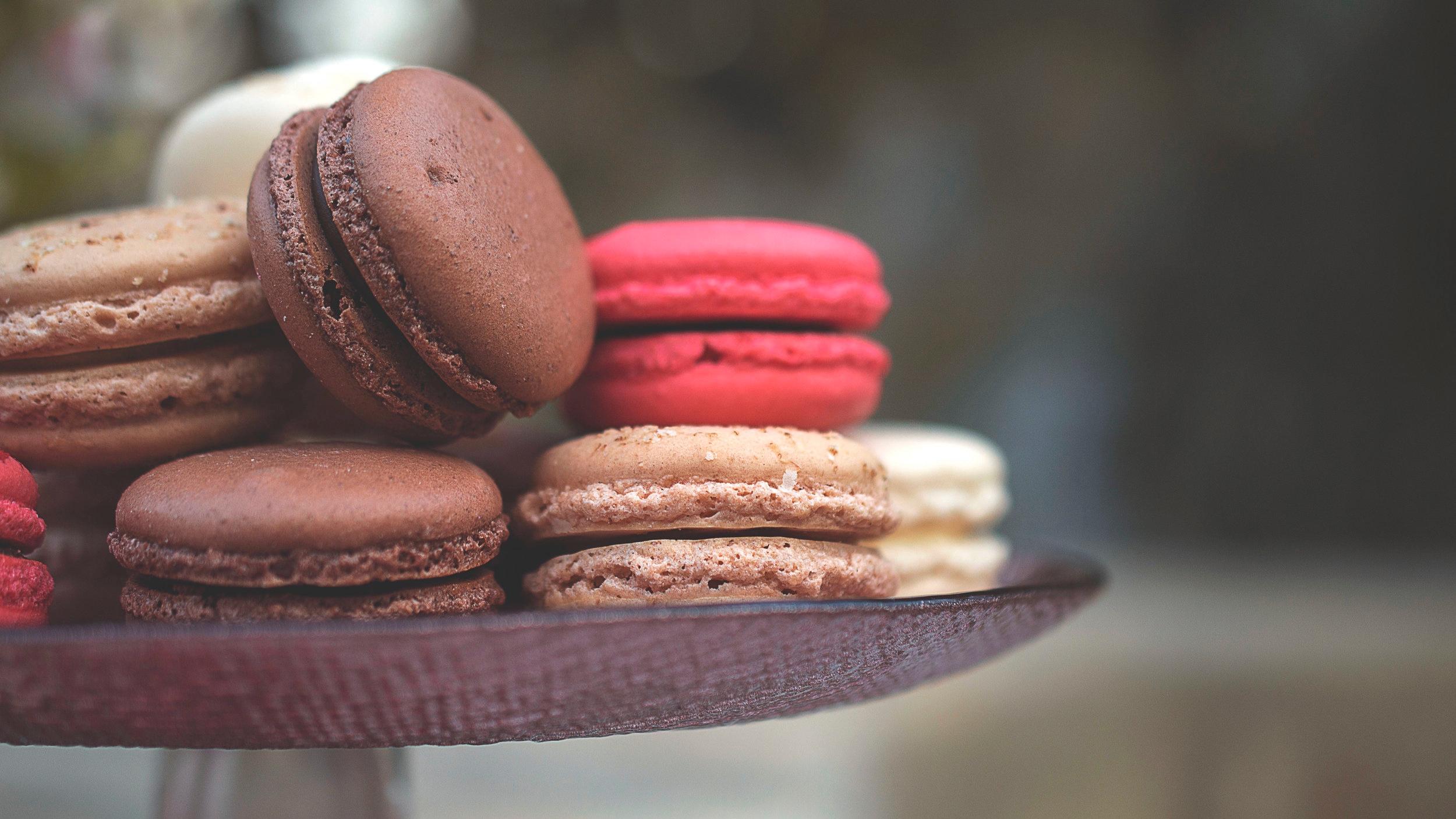 dark chocolate raspberry macaron