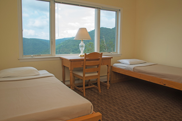 PACKAGE 1 - RETREAT ROOM SINGLE W/ PRIVATE BATH Features: Private Bath, Mountain Views, Air Conditioning, Wifi, Twin Size Bed, Complimentary Fruit & Tea